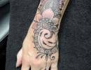 dotwork wrist and finger tattoo by Alex